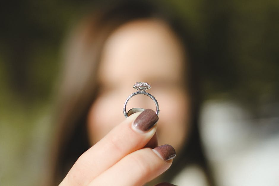 When to Consider a Custom Design for Your Wedding Ring