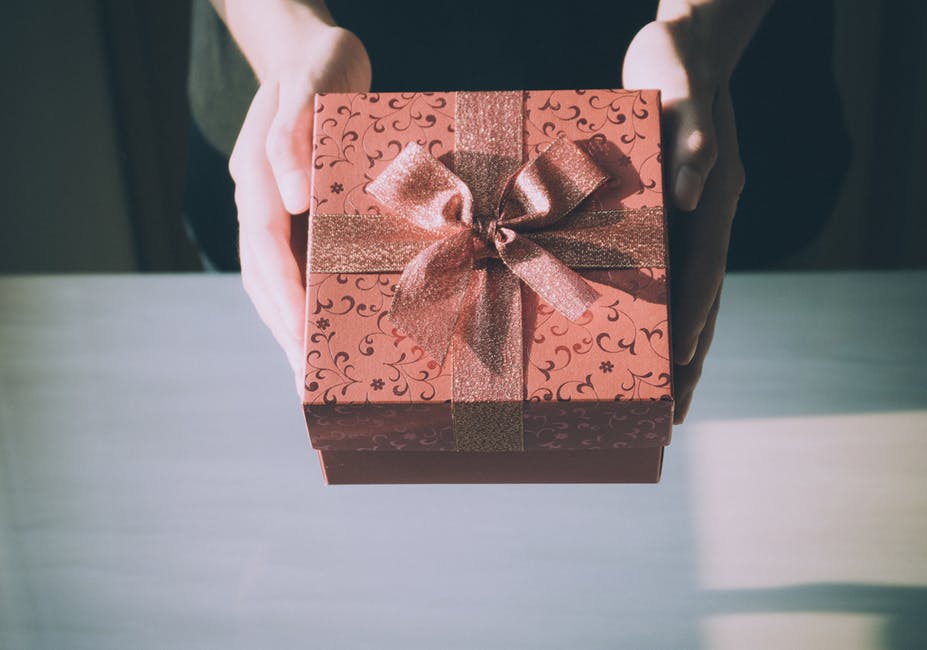 box gifts subscriptions for wedding couples