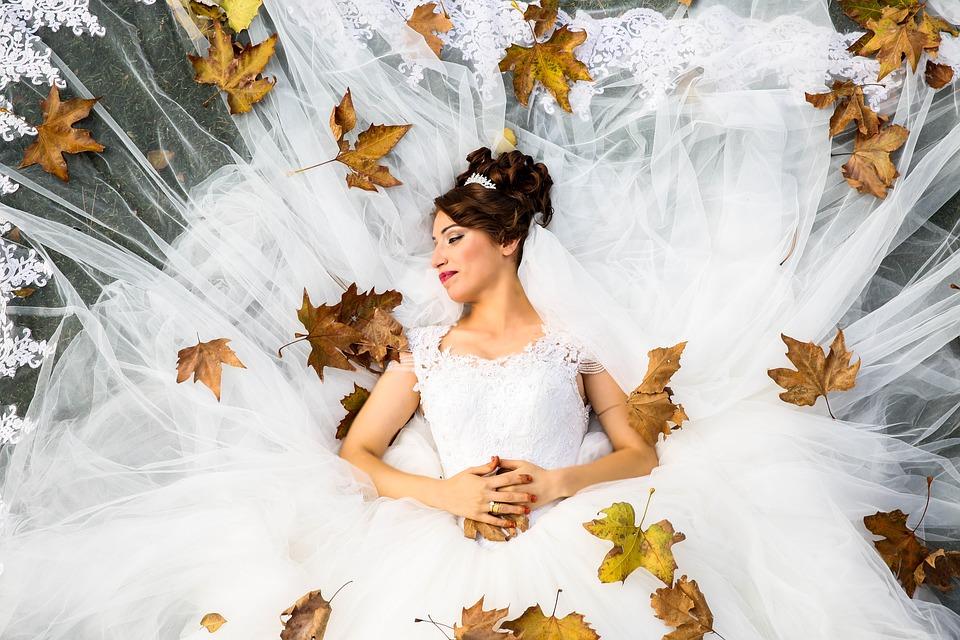 Glowing Skin bride in leaves