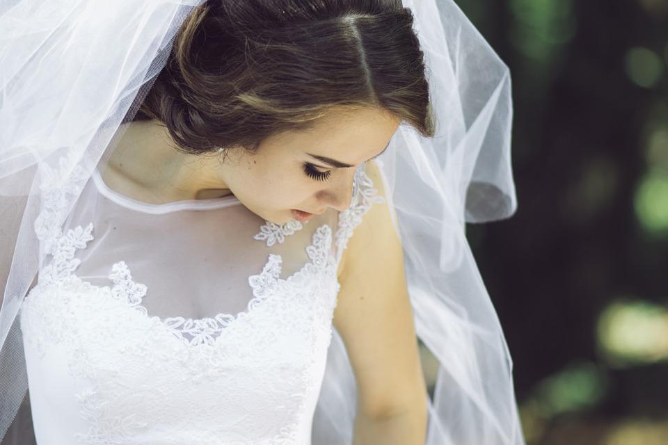 Glowing Skin bride with veil