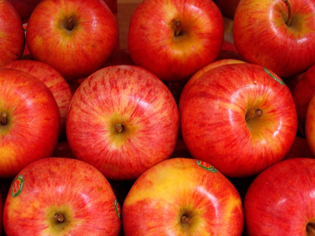 Wedding fruit apples