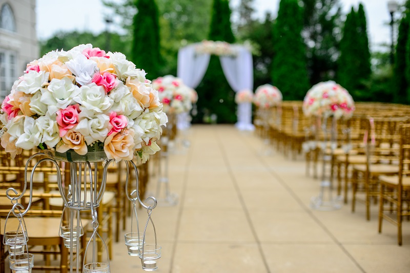 The drastic difference in DIY and professional event planning outdoor wedding