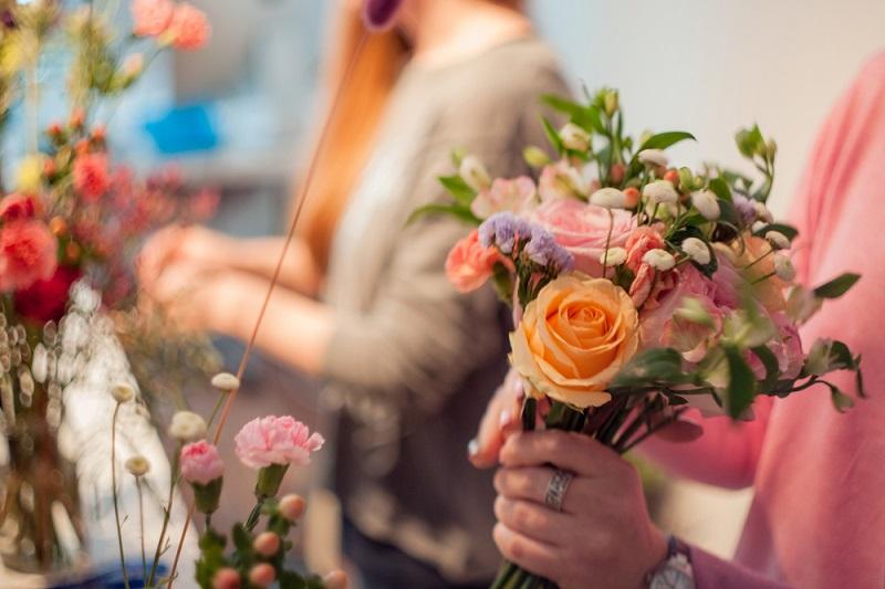 Tips for Beautiful Flower Arrangements orange bouquet