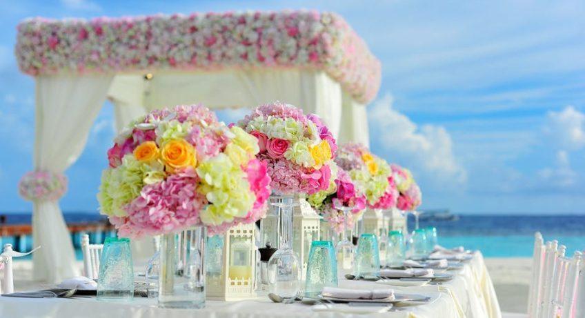 WEDDING RЕСЕРTІОN outside on beach