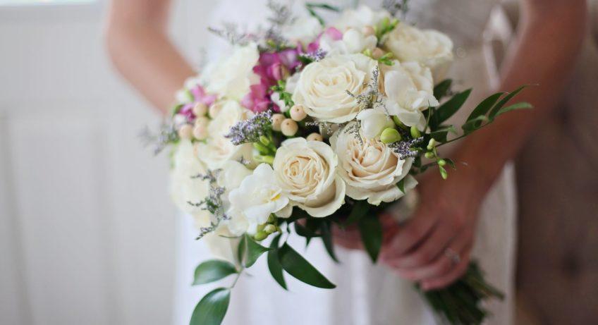 Avoid wedding emergencies with this checklist
