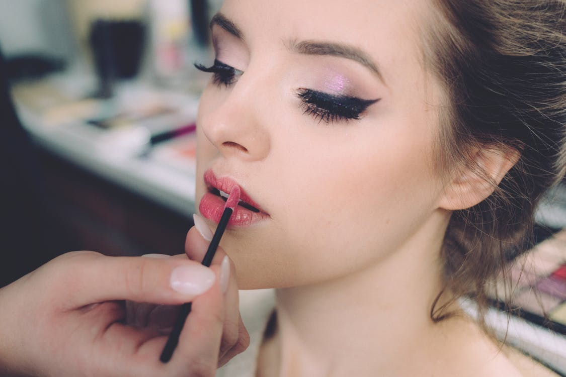 What You Need to Know About Asbestos in Makeup