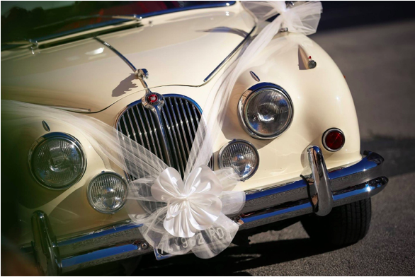 Few popular ways of decorating wedding car