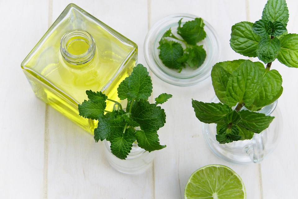 5 Essential Oils That Help Eliminate Acne
