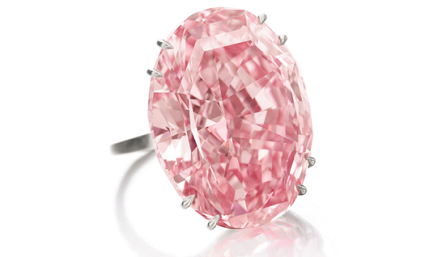 5 Reasons to Buy Her a Unique Engagement Ring pink diamond