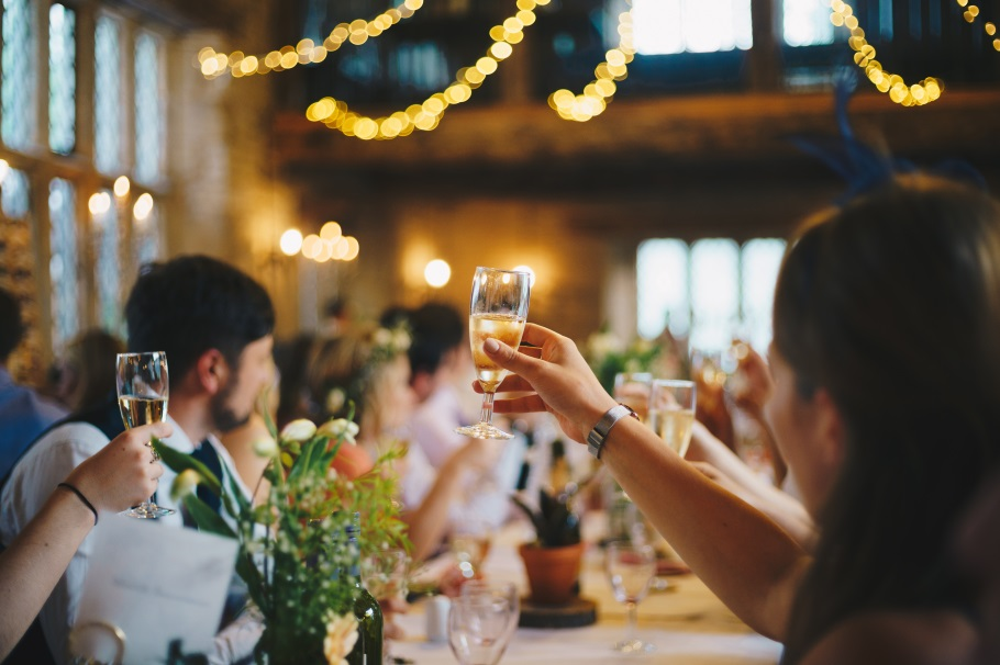 "You'll Be Glad to Know These 10 Wedding Tips First Before You Say ""I Do"" dinner table"