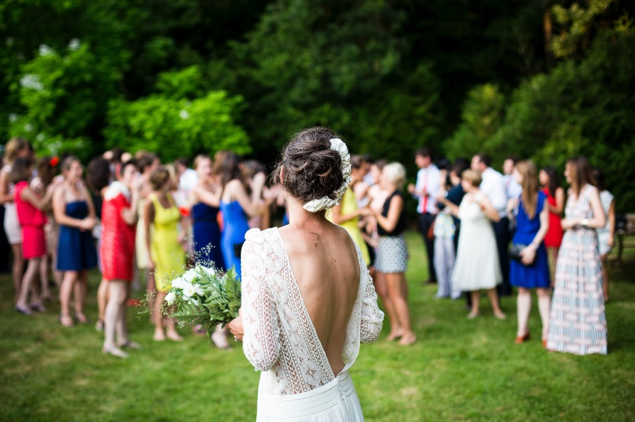 "You'll Be Glad to Know These 10 Wedding Tips First Before You Say ""I Do"" bride throwing bouquet"