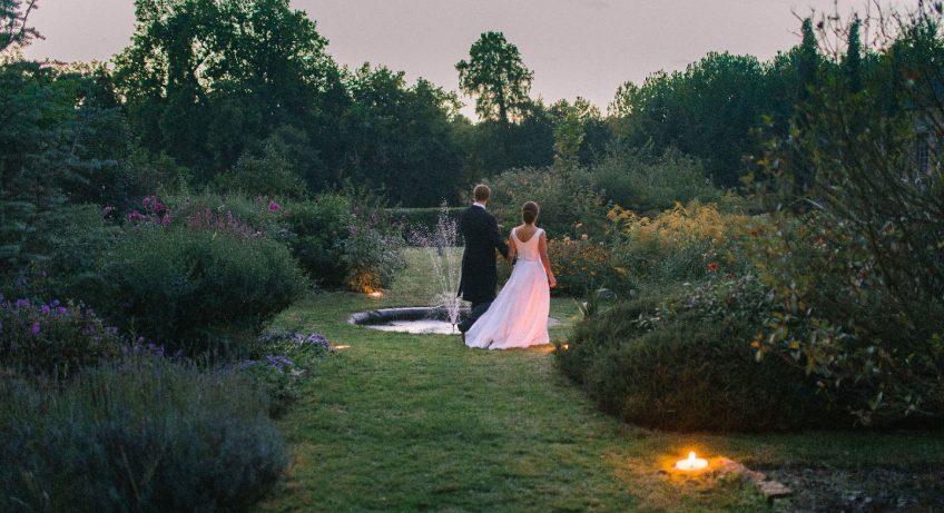 How to organize a wedding event?