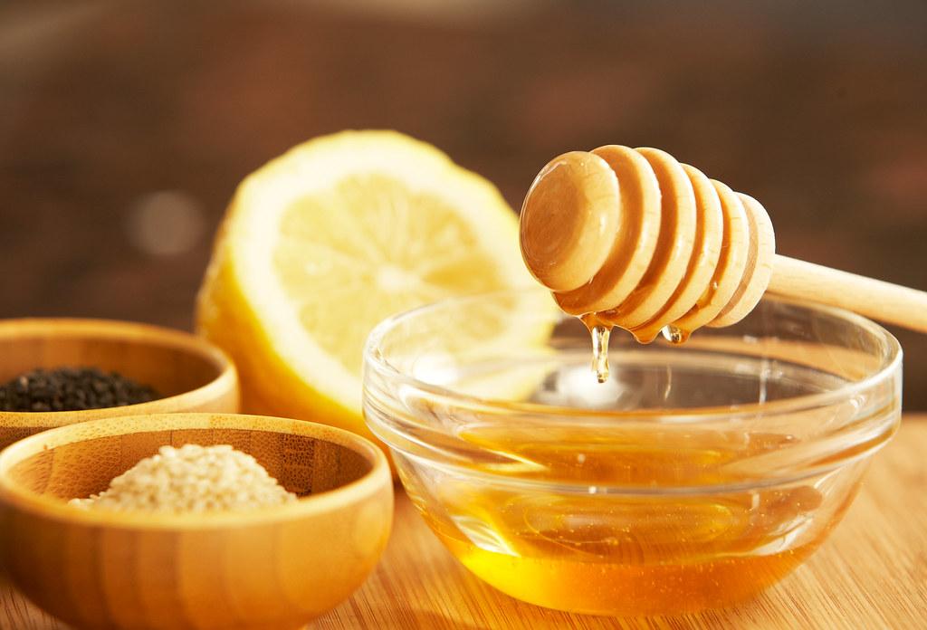 honey with lemon water
